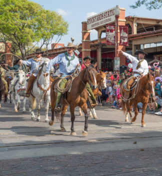 """<a href=""""https://fortworthstockyards.com"""" target=""""_blank"""">Stockyards Station Shops & Eateries</a>"""